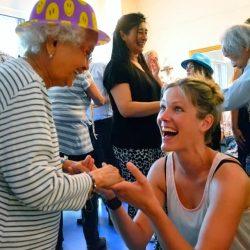Vrijwilligers Stichting De Tijdmachine: contact met ouderen